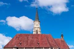 Cluj Rumänien St Michael & x27; s-kyrka i Cluj-Napoca, Transylvania arkivfoton