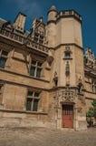 Cluny博物馆的哥特式门面,有中世纪艺术人工制品的富有的收藏的在巴黎 免版税库存图片
