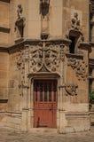 Cluny博物馆的哥特式门,有中世纪艺术人工制品的一汇集的在巴黎 库存图片