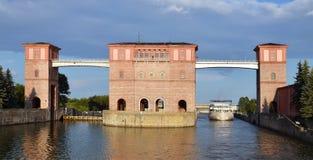 Écluses sur le fleuve Volga, Russie Photographie stock libre de droits