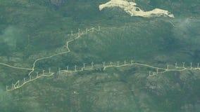 Cluster van de luchtmening van windturbines stock video