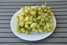 Clusters green grapes Royalty Free Stock Photos