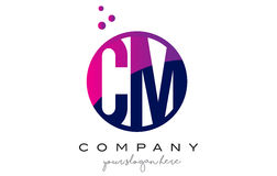 Cm C M Circle Letter Logo Design avec Dots Bubbles pourpre Photographie stock libre de droits