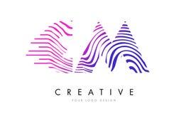 Cm C M Zebra Lines Letter Logo Design avec des couleurs magenta Image stock