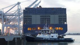 CMA CMG BENJAMIN FRANKLIN, der für Abfahrt vom Hafen sich vorbereitet stockfoto