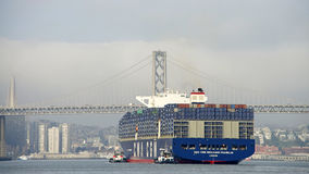 CMA CMG die BENJAMIN FRANKLIN de Haven van Oakland vertrekken stock foto