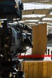 Cámara de vídeo profesional lista para la difusión de la conferencia Fotos de archivo libres de regalías