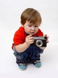 Cámara del muchacho que se sienta y de la foto Imágenes de archivo libres de regalías