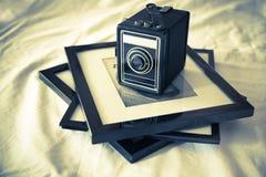 Cámara y fotografías del vintage Imágenes de archivo libres de regalías