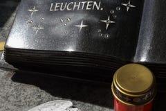cmentarniana pamięci keepsake dekoracja obok grobowa fotografia stock