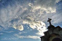 Cmentarniany niebo zdjęcia royalty free