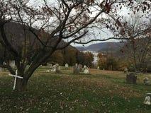 Cmentarz przegapia Potomac rzekę w harfiarzach Przewozi, WV Zdjęcia Royalty Free