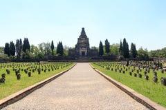 Cmentarz przy historycznym przemysłowego miasteczka Crespi d& x27; Adda blisko Bergamo, Lombardy zdjęcia royalty free