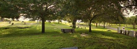 Cmentarz przy zmierzchem obrazy stock