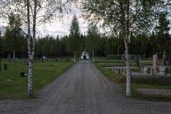 Cmentarz w Borgvattnet, Szwecja, w wieczór obrazy royalty free