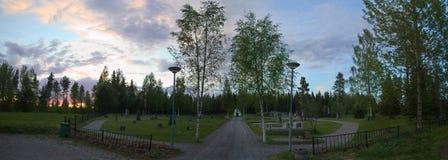 Cmentarz w Borgvattnet, Szwecja, w wieczór zdjęcie stock