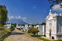 Cmentarz & wulkan, Antigua, Gwatemala Obrazy Royalty Free