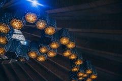 CMEXICO - 20 SEPTEMBER: plafondlampen bij Basiliek van onze Dame Guadalupe Stock Afbeeldingen