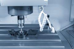 CMM laserowa sonda dołącza na CNC maszynie obraz royalty free