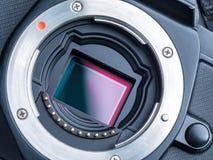 Cmos-Sensor oder auch genanntes digitales CCD installiert auf mirorless Ca Lizenzfreies Stockbild