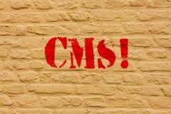 CMS des textes d'écriture Concept signifiant la modification d'assistances techniques de gestion de contenu de l'art de mur de br illustration de vecteur
