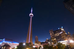 CN Toren en de horizon van Toronto - TORONTO, CANADA - MEI 31, 2014 Royalty-vrije Stock Afbeeldingen
