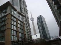 CN Toren Toronto van de binnenstad op een bewolkte dag royalty-vrije stock fotografie