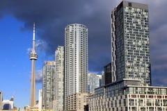 Cn-torn och bostads- byggnader Royaltyfria Bilder