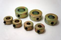 CNC零件,轴与锌被镀的涂层的衣领圆环 库存图片