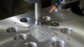 CNC机器在植物中消减在一个金属细节的孔,切割机工具工作,特写镜头 影视素材