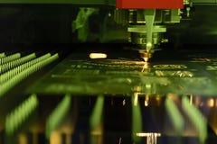 CNC激光切割机的特写镜头 免版税库存照片