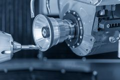 CNC μύλοι για την επισκευή ή την κατασκευή των μύλων τελών στοκ φωτογραφία με δικαίωμα ελεύθερης χρήσης