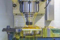 CNC филировальной машины с хладоагентом масла Стоковая Фотография RF