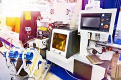 CNC automatico della macchina del edgebander immagini stock libere da diritti