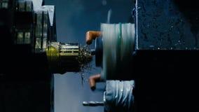 CNC de malenmachine maakt één of ander staaldeel stock footage