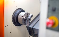 Cnc-Drehbank im Herstellungsverfahren lizenzfreies stockfoto