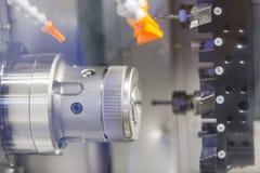 Cnc-drejbänk för hög precision Arkivfoto