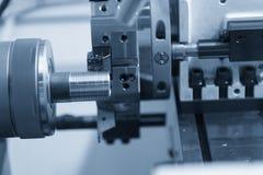 CNC kręcenia tokarski maszynowy maszynowy rozcięcie metal śruba thr Obrazy Royalty Free