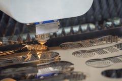 CNC laserowy tnący maszynowy rozcięcie metalu talerz Obraz Stock