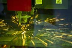 CNC laserowy tnący maszynowy rozcięcie metalu talerz Obraz Royalty Free