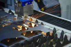 CNC laserowy tnący maszynowy rozcięcie metalu talerz Zdjęcia Royalty Free