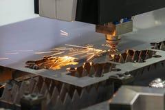 CNC laserowy tnący maszynowy rozcięcie metalu talerz Fotografia Stock