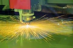 CNC laserowy tnący maszynowy rozcięcie metalu talerz Fotografia Royalty Free