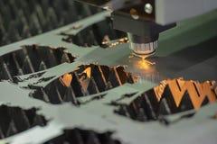 CNC laserowy tnący maszynowy rozcięcie metalu talerz Zdjęcie Royalty Free
