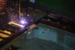 CNC laserowy tnący maszynowy rozcięcie metalu talerz Zdjęcia Stock