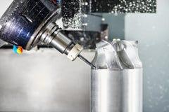 Cnc metal pracuje machining centrum z krajacza narzędziem zdjęcie stock