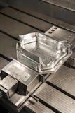 CNC metalu foremki przemysłowy kostka do gry. Metalworking. Obrazy Royalty Free