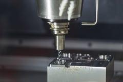 CNC mielenia maszynowy rozcięcie lejni część obraz stock