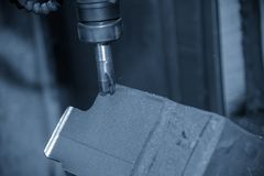 CNC mielenia maszynowy rozcięcie lany żelazo zdjęcia royalty free
