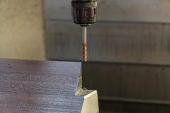 CNC mielenia maszynowy rozcięcie opony foremka rozdziela obraz stock
